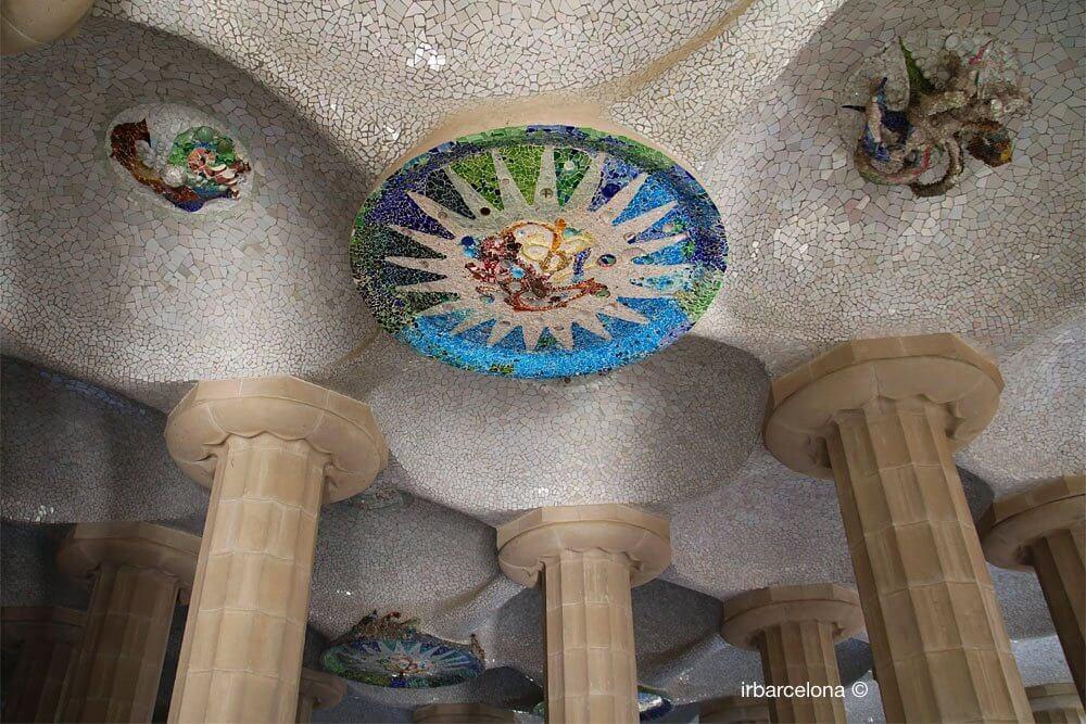 rosette dans la salle Hypostyle du Parc Güell