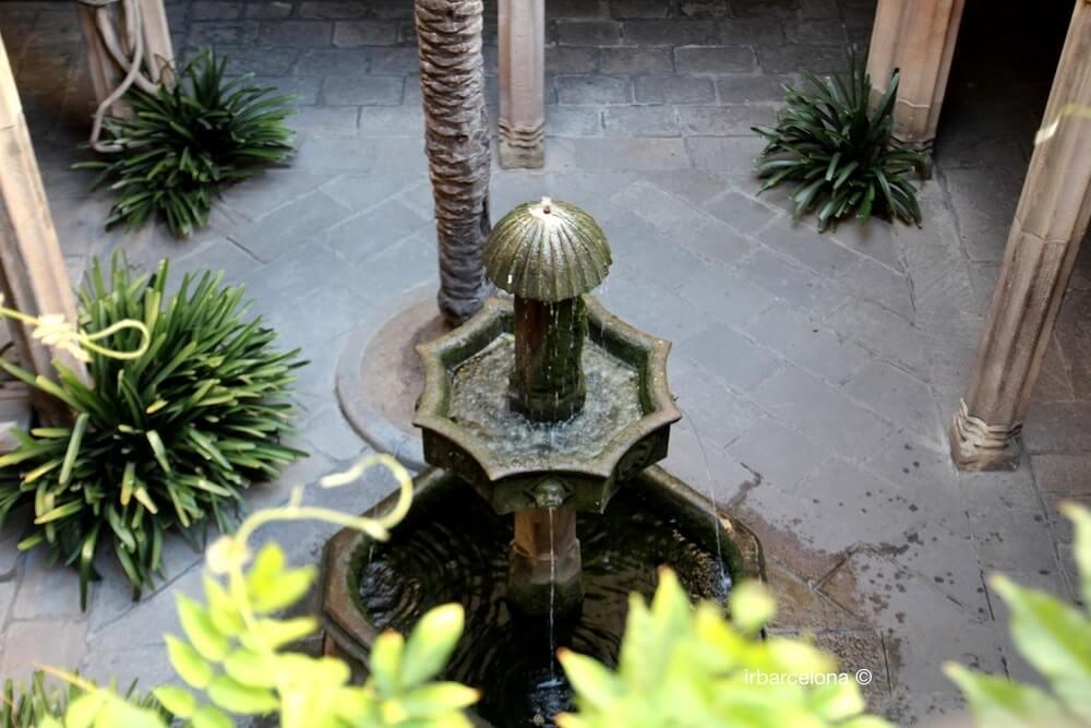 fontaine Casa de l'Ardiaca
