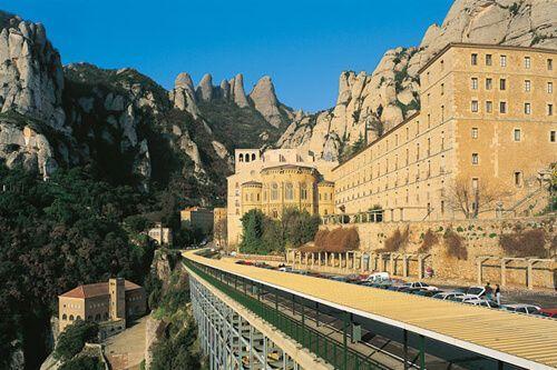 Premium Montserrat y Gaudí
